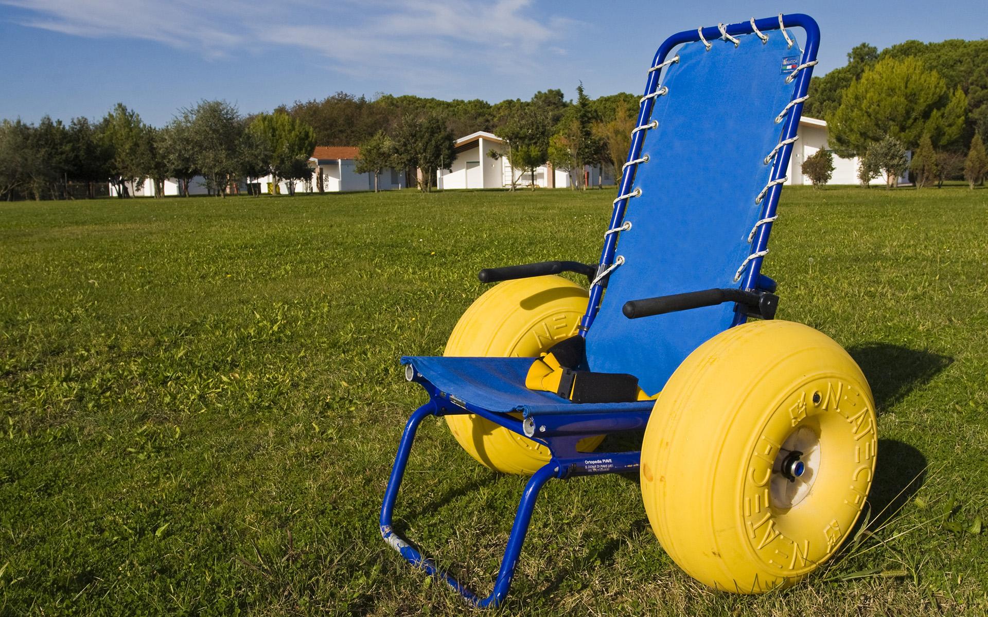 Carrozzina per trasporto disabili in spiaggia